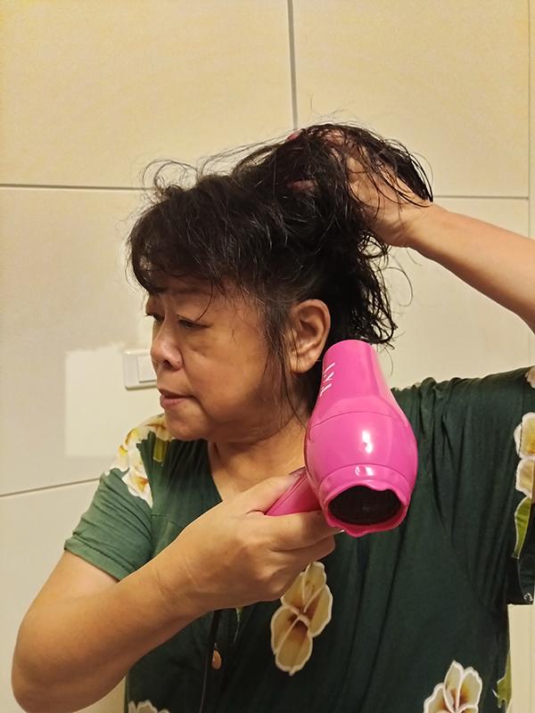 禿頭剋星、掉髮改善的保養方式→【SISNIER健髮樂-健髮液】,有SGS等國際檢驗合格讓人用的好安心~